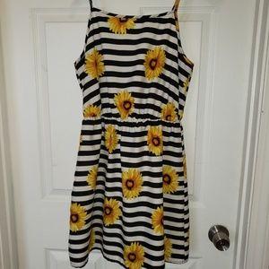 Junior's Dress Size Medium